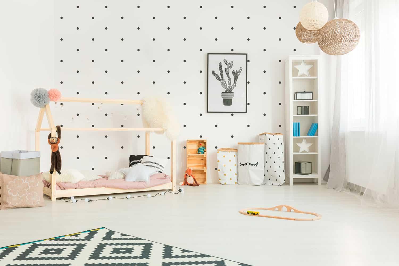 cama Montessori en habitación infantil útil para sudesarrollo