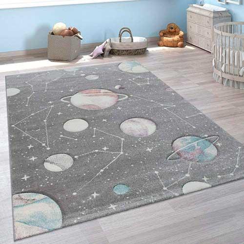 Felpudo del espacio con planetas y constelaciones