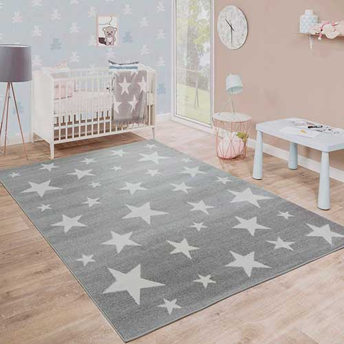 Alfombra de color gris con estrellas blancas