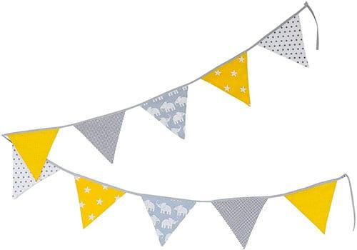 Banderolas de color gris y amarillo
