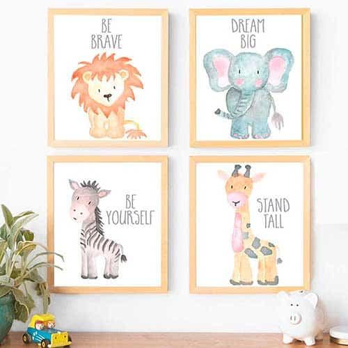 Cuatro dibujos de león, elefante, cebra y jirafa