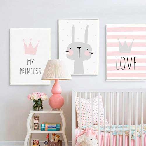 Dibujitos de color rosa para colgar en una habitación infantil
