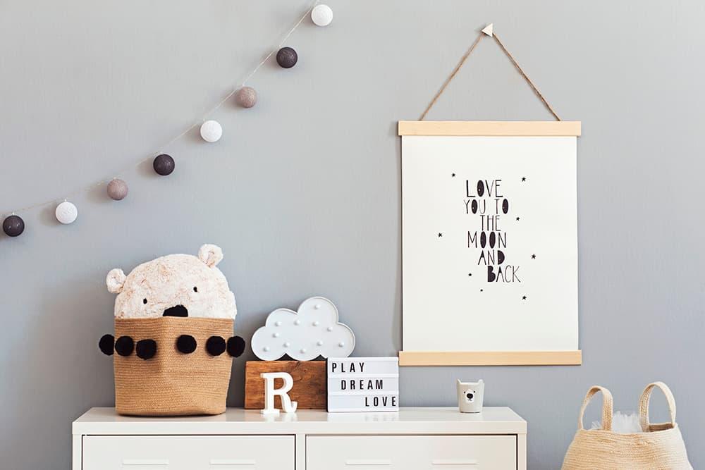 DEcoración para habitaciones infantiles, guirnaldas, banderolas, luces, cuadros