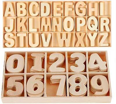 Caja con letras y números de madera