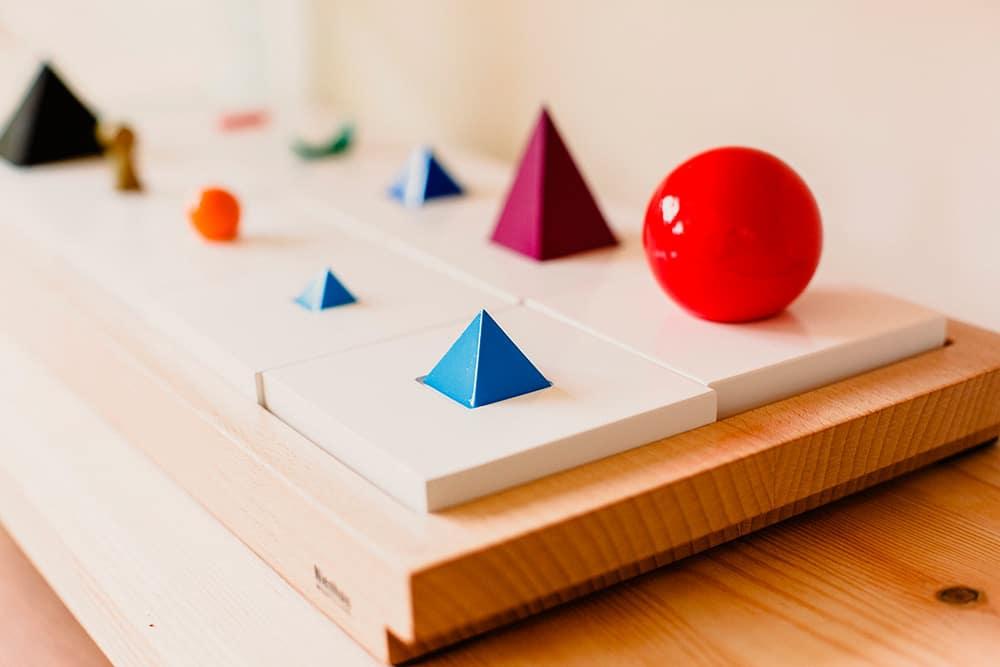 Materiales de juego infantil para trabajar conceptos