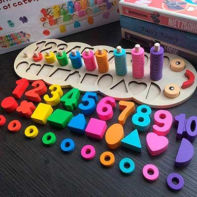 Encaje de madera de números formas y cuentas