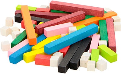 Regletas. palitos de madera de diferentes tamaños y colores para trabajar los números y sus cantidades