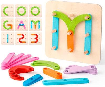 Estructura de madera con piezas de diferentes formas para crear letras, números o dibujos