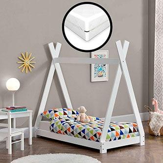 Cama tipi en habitación infantil decorada