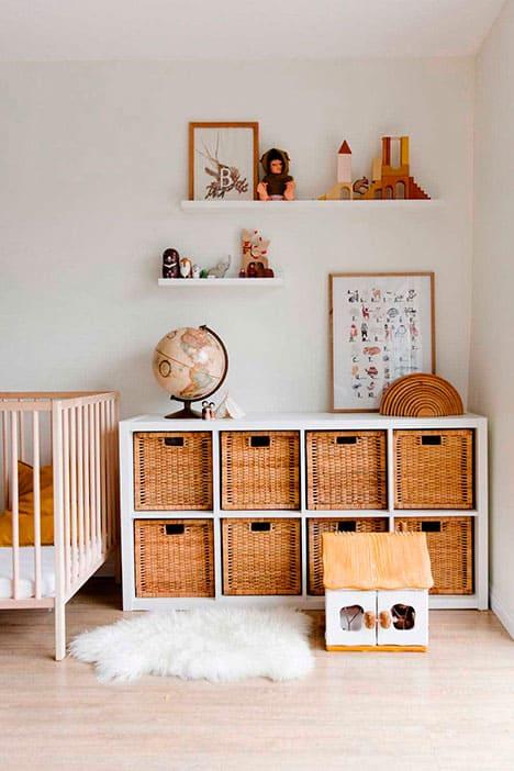 Mueble para recoger los juguetes en forma de cubos